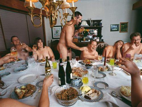 Naomi Harris_Thanksgiving Dinner_American_swings_Taschen