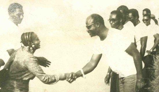 El Rego saludando a Miriam Makeba