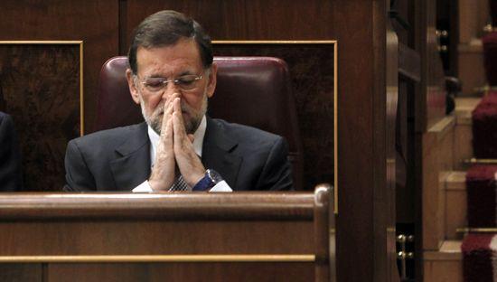 Mariano Rajoy en su escaño antes de comenzar el discurso. / ULY MARTÍN