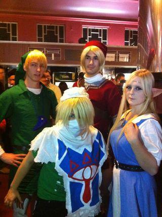 Público disfrazado durante el descando del concierto Zelda. / P.L