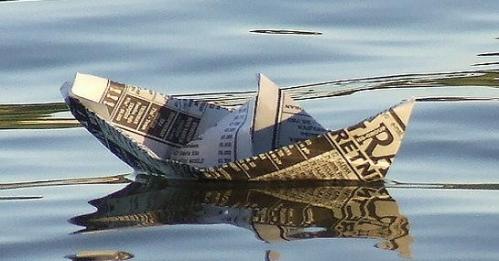 6907-preocupante-se-siguen-hundiendo-los-diarios-de-papel-500x300
