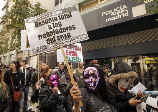 Manifestación de prostitutas en Madrid. / LUIS SEVILLANO