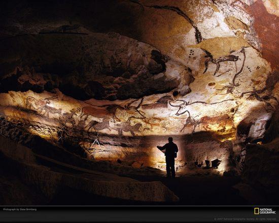 Lascaux-cave-walls-438085-xl