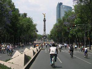 El paseo de la Reforma tomada por las bicicletas