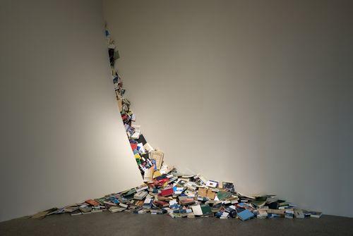 I_Contemporaneos_i_2000_instalacion_artista_Alicia_Martin_incluida_exposicion_i_fuerza