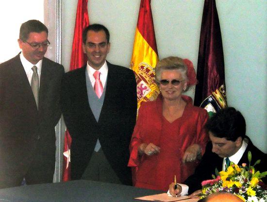 Ruiz-Gallardon en la boda que ofició entre de dos hombres en 2006