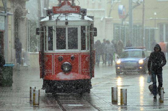 El tranvía de la calle Istiklal el pasado enero. AFP PHOTO / MUSTAFA OZER