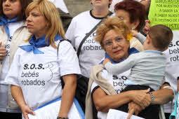 SOS bebés robados se manifiestan en San Sebastián Jesús Uriarte