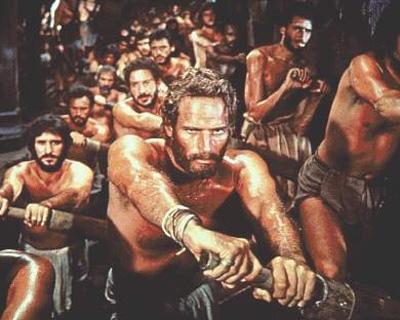 Charlton Heston como galeote en Ben-Hur