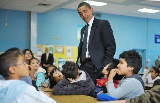 Obama visita un colegio