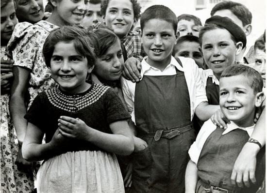 Lorenzo Murias niño vasco apadrinado por Elenor Roosvelt. Por Robert Capa