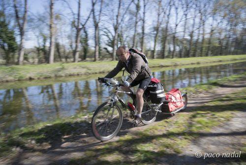 Cicloturista canal Nantes Brest