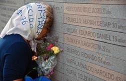 Regina - Madre en monumentoParque de la memoria