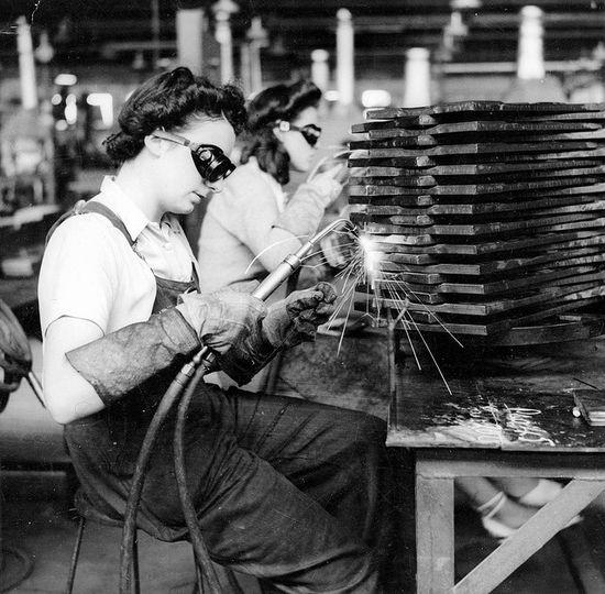 Mujeres en la fábrica3