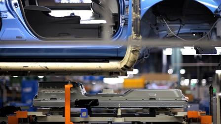 Montaje de pilas en vehiculo electrico