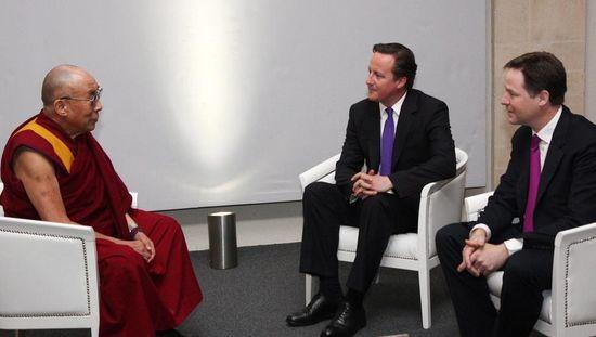 Cameron Clegg y Dalai