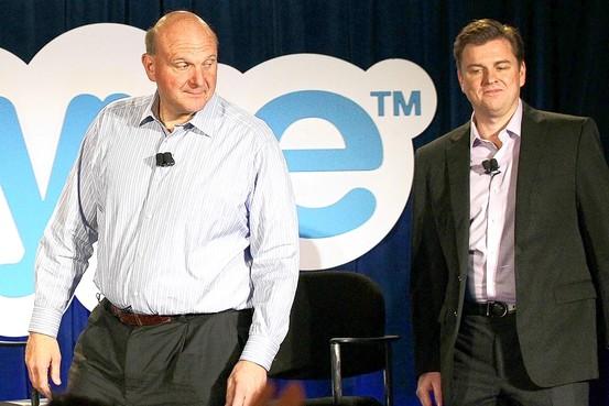 Steve Ballmer (CEO Microsoft, izquierda) y Tony Bates (CEO Skype)