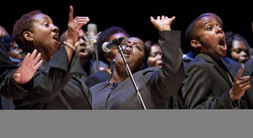 The-voices-of-praise-choir-from-the-bethel-church-richmond-heights-at-free-gospel-sundays-at-the-adrienne-arsht-center