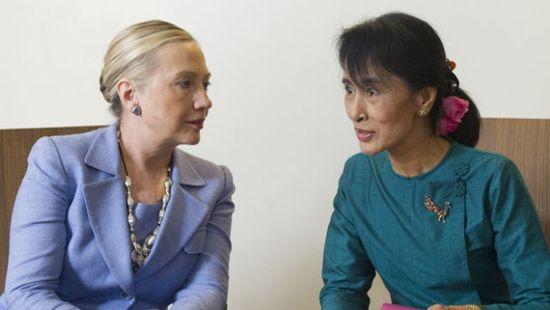 111202-Hillary_Clinton-Aung_San_Suu_Kyi-AP11120201297_620x350