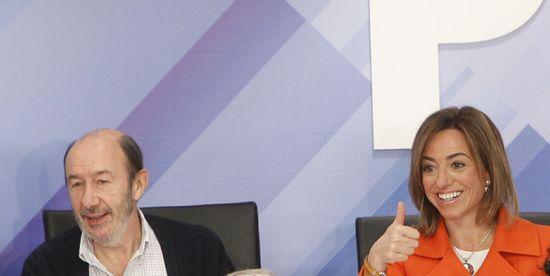 Los candidatos a la Secretaría General del PSOE, Alfredo Pérez Rubalcaba y Carme Chacón. / SAMUEL SÁNCHEZ