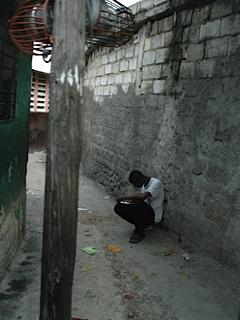 Haiti - flor - joven estudiando
