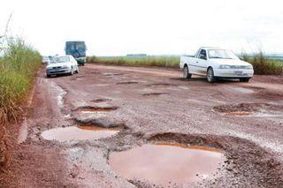 Buracos-em-estradas-28-10-09-470x313