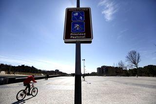 Señales para bici en Madrid Río. Samu Sánchez