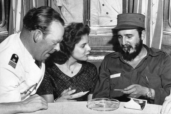 Fidel Castro y Martina Lorenz, en 1959 con el capitán Ernst Hankiewicz / AFP