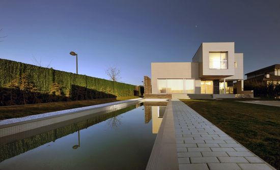 1331648789-aqso-casa-fragmentada-piscina-spa-deportiva-1000x608