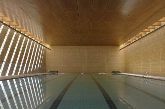 1301878661-03-piscina-toro