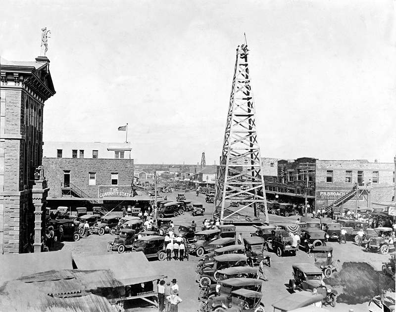 Oil_rig__main_street__breckinridge__texas__1920