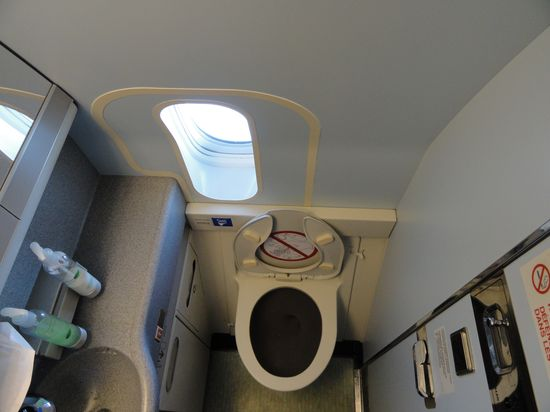 First_class_Lavatory_with_Window