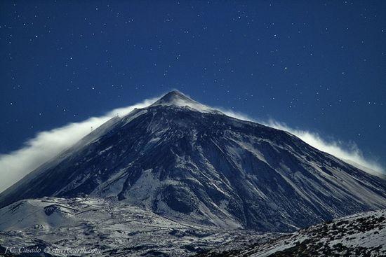 Moonlight on the gusty summit of Mount Teide. Juan Carlos Casado