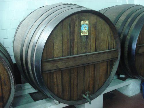 Barricas de roble. Reliquia donde antaño se guardaban las ginebras antes de salir al mercado