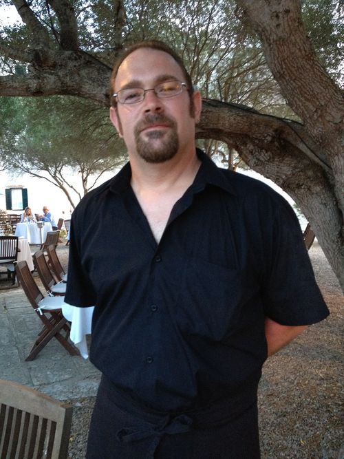 Jordi Bel, barman del hotel Alcaufar Vell en San Luis Menorca