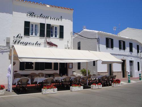 Restaurante Sa Llagosta en el puerto de Fornells