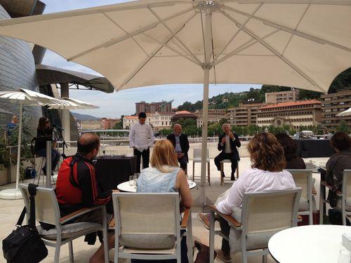 En la terraza del Guggenheim