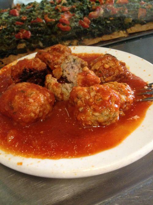 Albóndigas caseras con salsa de tomate, suculentas