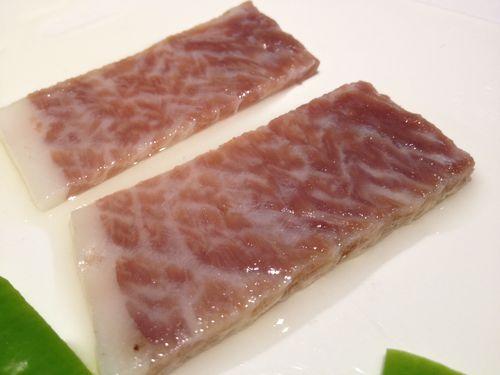 Atún de ijar, ventresca curada en sal, desalada y marinada en aceite