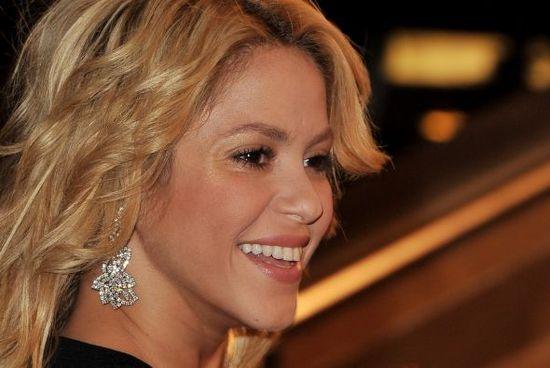 Shakira-sigue-en-pie-de_590x395