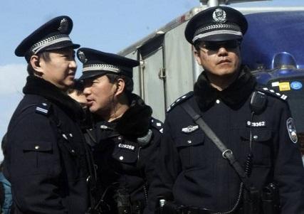 Polic%C3%ADas-Chinos