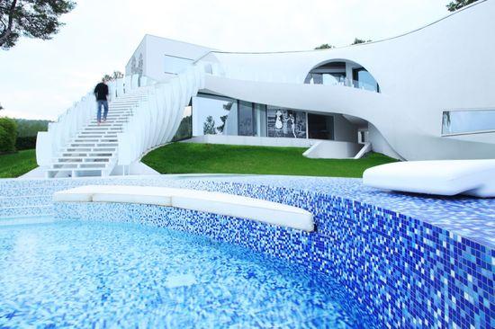 Chapuzones celestiales ii 20 piscinas alucinantes en for Desnudas en la piscina