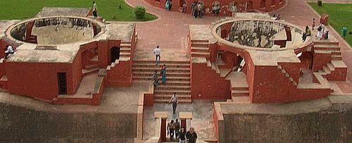 Jantar_mantar_delhi_jai_prakash_yantra_1