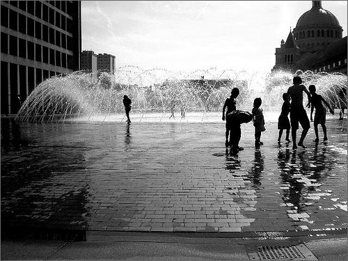 Children_playing_in_water_fountain_at_Prudential boston