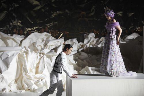 Mariusz Kwiecein como Don Giovanni y Anna Prohaska como Zerlina. Fotografía: Autumn de Wilde