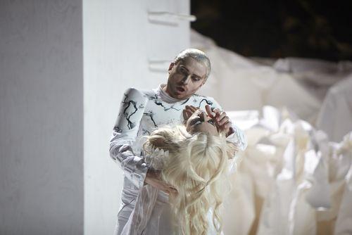 Pavol Breslik como Don Ottavio y Carmela Remigio como Donna Anna. Fotografía: Autumn de Wilde