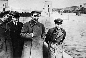 300px-Voroshilov,_Molotov,_Stalin,_with_Nikolai_Yezhov