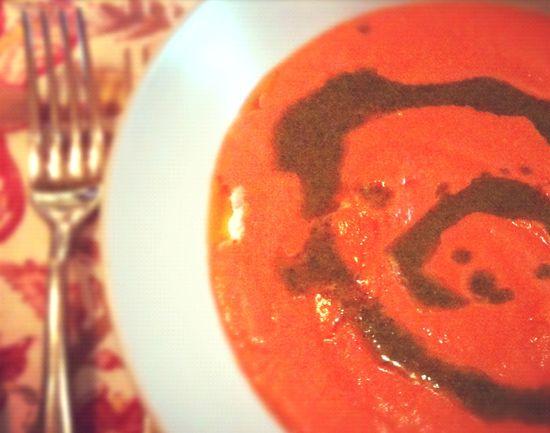 Sopa tomate queso albahaca