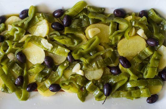 Patatas aliñadas pimientos