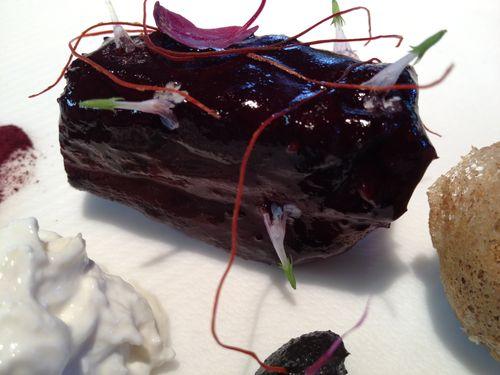 Cordero extra meloso con hibiscus y patatas de Hong Kong